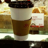 Photo taken at 85°C Coffee by ⓙⓤⓛⓘⓔ on 9/22/2014