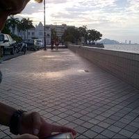 Photo taken at Esplanade (Padang Kota Lama) 舊關仔角 by muqmin .. on 5/14/2013
