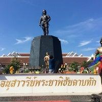 Photo taken at Phraya Pichai Dab Hak Monument by Mashi W. on 12/3/2016