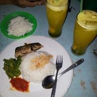 Photo taken at Pondok Zam-Zam by Qias I. on 9/14/2012