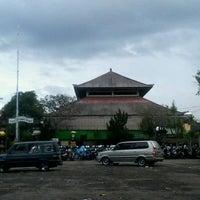 Photo taken at Pasar Seni Sukawati (Sukawati Art Market) by Siva M. on 6/28/2013