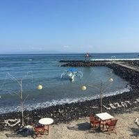 Photo taken at Le - Zat Beach restaurant by Slamet H. on 5/10/2016