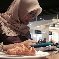 Photo taken at Starbucks by Zulvikar U. on 11/11/2016