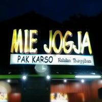 Photo taken at Mie Jogja Pak Karso by Aryo P. on 5/27/2013