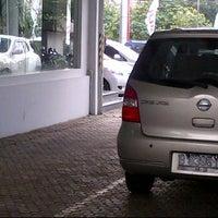Photo taken at Nissan Kebon Jeruk by margaretha d. on 1/16/2012
