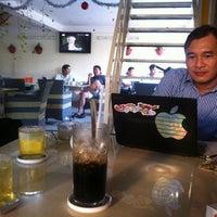 Photo taken at Cafe Bảo Trân 3 by Nguyễn Quốc Dân (. on 12/11/2012