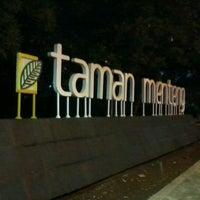 Photo taken at Taman Menteng by Ikhsan Aji W. on 11/15/2012