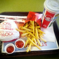 Photo taken at Wendy's by Paulo Z. on 6/29/2013