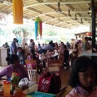 Photo taken at Ah Poong (Pasar Apung Sentul City) by kiki o. on 12/16/2012