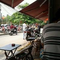 Photo taken at Café Cây Bàng Đổ by Dat N. on 5/4/2014