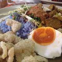 Photo taken at Restoran Baloh by Haf on 11/30/2013