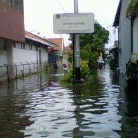 Photo taken at Kampung Batik by Robby I. on 2/23/2013