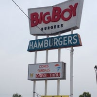 Photo taken at Big Boy Burgers by Jilly on 7/13/2013