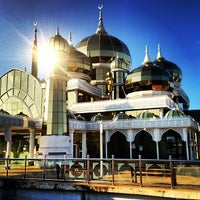 Photo taken at Masjid Kristal by ApEk WhuuT on 3/14/2013