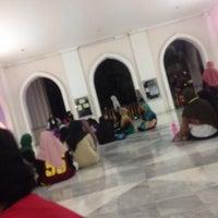Photo taken at Masjid Al Rahimah Kuala Kubu Bharu by Mohamad F. on 8/26/2016