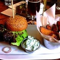 Photo taken at Peter's Burger Pub by Kukuřice on 3/7/2013