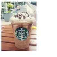 Photo taken at Starbucks by hwang y. on 4/17/2014