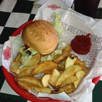 Photo taken at Fuddruckers by Dennis Y. on 7/26/2013