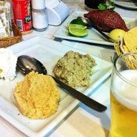 Photo taken at Cedros Restaurante by Zé Rodolfo on 2/14/2013
