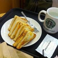 Das Foto wurde bei Starbucks von Donggoo J. am 4/13/2013 aufgenommen