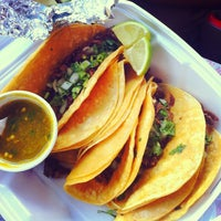 Photo taken at Taqueria El Si Hay by Yahdiel O. on 8/27/2013