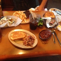 Photo taken at Sonny's BBQ by Krystle on 3/20/2014