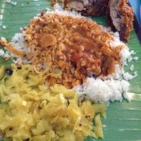 Photo taken at Restoran Original Penang Kayu Nasi Kandar by WynnE Y. on 10/3/2014