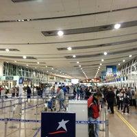 Photo taken at Aeropuerto Internacional Comodoro Arturo Merino Benítez (SCL) by Claudio Andres on 7/11/2013