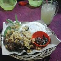Photo taken at Ayam Goreng Tulang Lunak Bengawan by Reynaldo 'Rain' K. on 11/30/2012