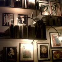 Das Foto wurde bei Chatelet Bar von Antonio am 1/2/2013 aufgenommen