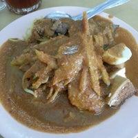 Photo taken at Restoran Sri Rezeki by Mohd Shah M. on 11/18/2012