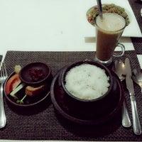 Photo taken at Goela Klapa Restaurant by Arni A. on 1/20/2014