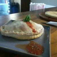 Foto tomada en Caprara Pizzeria por Juan O. el 1/6/2013