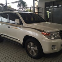 Photo taken at PT. Agung Toyota by 刘 文 成 on 12/2/2014
