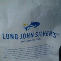 Photo taken at Long John Silvers by Monica B. on 5/22/2013