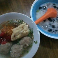 Photo taken at Bakso Mburi Pos by Bachrul U. on 10/9/2012