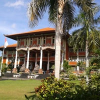 Photo taken at Rektorat Universitas Udayana by Alit W. on 6/14/2013