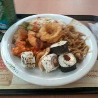 Photo taken at Jin Jin Wok Gastronomia Asiática by Marcelo R. on 12/12/2012