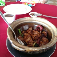 Photo taken at 美和海鲜餐馆 by Ben Koh on 12/26/2012