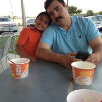 Photo taken at Tutti Frutti Frozen Yogurt by Miriam on 5/12/2013