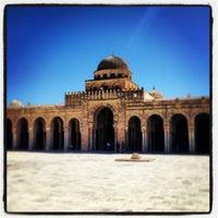 Photo taken at جامع عقبة بن نافع | La Grande Mosquée | Great Mosque of Kairouan by Salym Al Boukhari on 3/26/2013