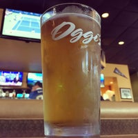 Photo taken at Oggi's Pizza & Brewing Company by Kick K. on 9/13/2015