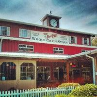 Foto tomada en Bob's Red Mill Whole Grain Store por Andy H. el 6/15/2013