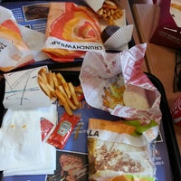 Photo taken at Taco Bell (Alameda Principal) by Mery Laura M. on 4/12/2013