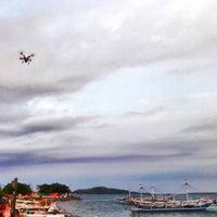 Photo taken at Pantai Bahari Polewali by Rahmadi D. on 8/21/2016