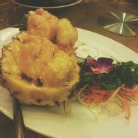 Photo taken at Ái Huê Restaurant 愛華酒樓 by Yumi T. on 6/19/2014
