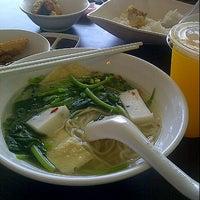Photo taken at Bagus Yong Tau Foo by Nadiah Z. on 9/28/2012