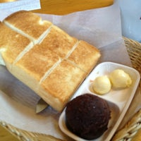 Photo taken at Komeda's Coffee by 抹茶 on 1/16/2013