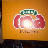 Photo taken at Kedai Kue Ina by FADLANفضلان ALIعلىAKBARأكبر on 7/20/2014
