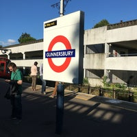 Photo taken at Gunnersbury London Underground and London Overground Station by Grant D. on 7/5/2016